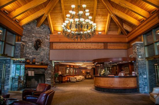 Delta Banff Royal Canadian Lodge: Lobby