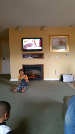 spacious living room w fireplace and flat screen tv picture of rh tripadvisor com