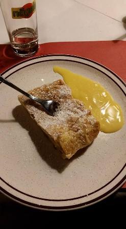 Carezza, Ιταλία: Strudel di mele
