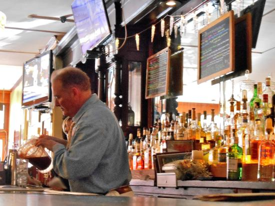 Great Barrington, MA: David the barkeep pours iced tea in front of the 1919 back bar from the Commodore Hotel in New Y