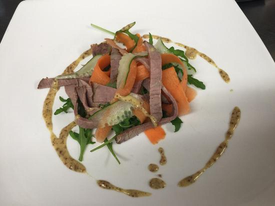 Pett, UK: Asian beef salad