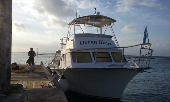 Caimán Brac: Getting ready to sail on Ocean Sister, one of 4 dive boats at Reef Divers Cayman Brac