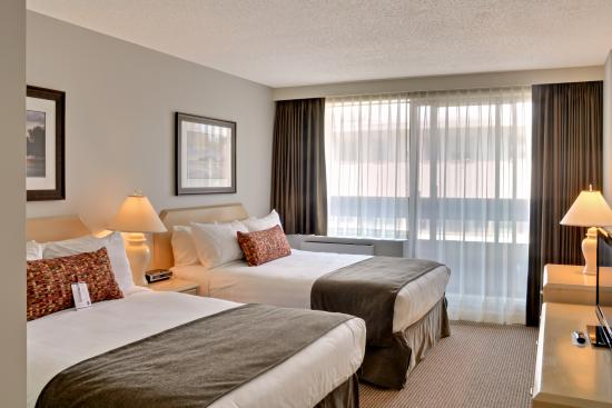 Embassy Inn: One Bedroom Suite Bedroom