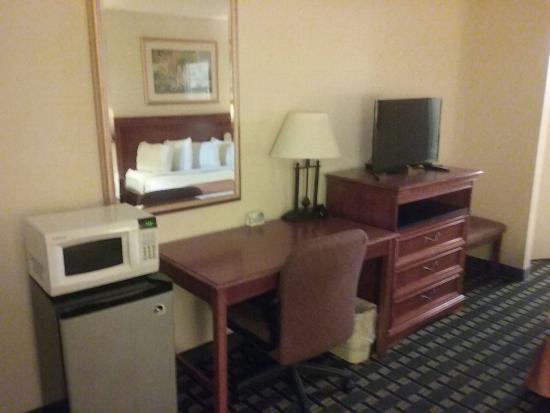 Days Inn Birmingham/Summit Mall: 20160210_193325_large.jpg
