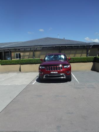 Muswellbrook, Australia: How do you get out of the car if adjoining spaces are taken?