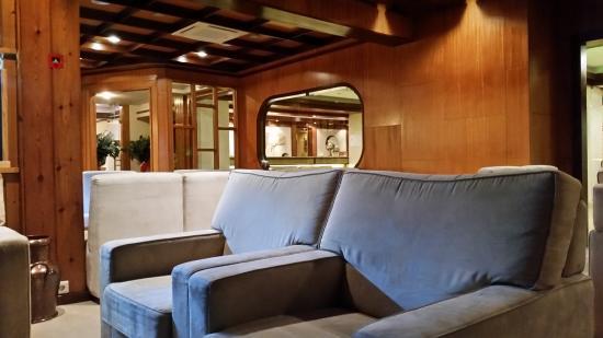 Hotel Regina: Salon vue sur la réception