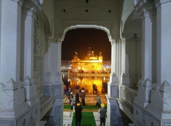 Harmandir Sahib: The Beautiful Golden Temple of Amritsar, Punjab