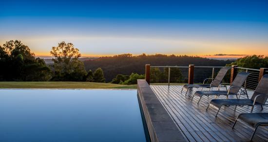 Gwinganna Lifestyle Retreat: Pool at sunrise