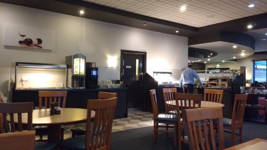 Wellingborough, UK: Breakfast buffet area in reception