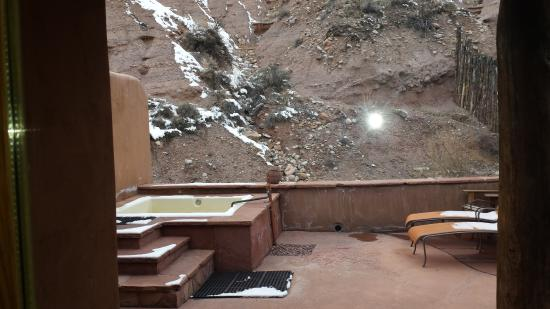 Ojo Caliente, NM: dirty tub