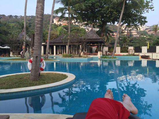 Melati Beach Resort & Spa: Pool and beach area.