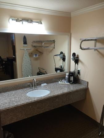 Lakeview, OR: Bathroom Counter