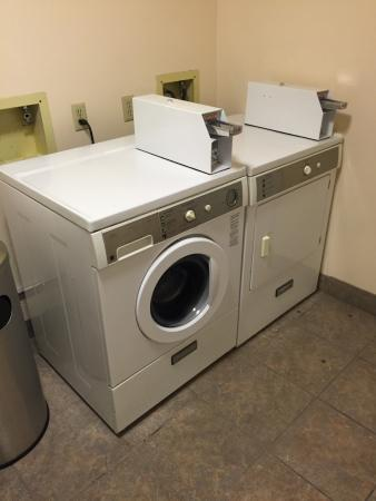 Lakeview, OR: Coin-Op Laundry