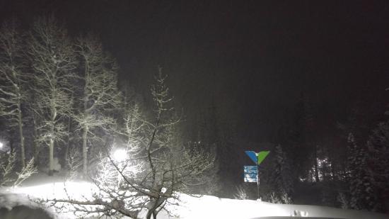 The Inn at Snowbird: вид с балкона ночью