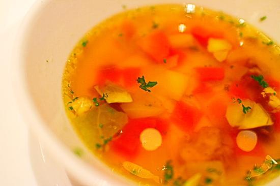 Brasserie Paul Bocuse La Mason : お野菜をコンソメスープで