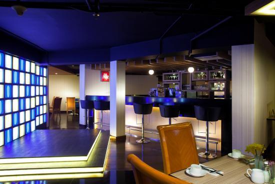 meZZa Restaturant: MeZZa Resto, Bar and Lounge