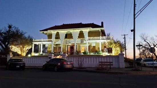 Sulphur, OK: Mansion at night