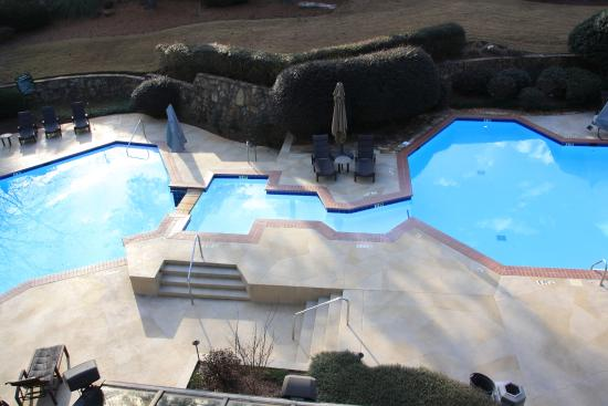 Peachtree City, Geórgia: View of pool from our room balcony