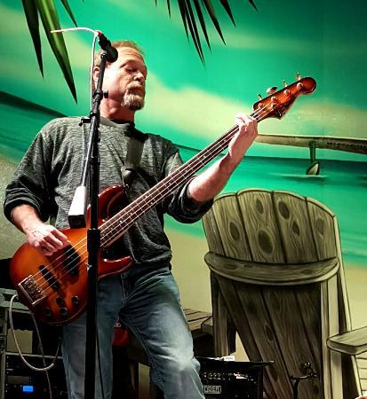 Hollywood Beach: Guitarist, Ocoee River