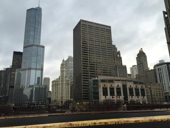 Walk Chicago Tours: Chicago City mix of old & new architecture.
