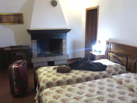 Hotel Sabrina: 暖炉は飾りです。