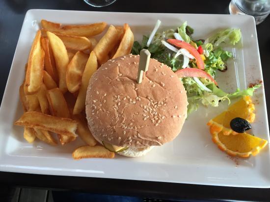 Sainte-Lucie-de-Porto-Vecchio, France : le burger maison
