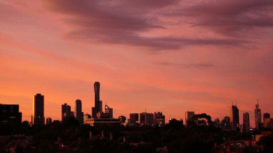 Punthill South Yarra Grand: Sunset reflected over Melbourne CBD