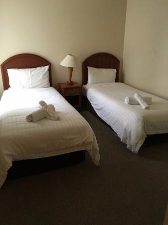 Royal Woods Resort: Second bedroom