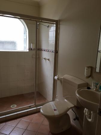Ashmore, Australia: Main bathroom