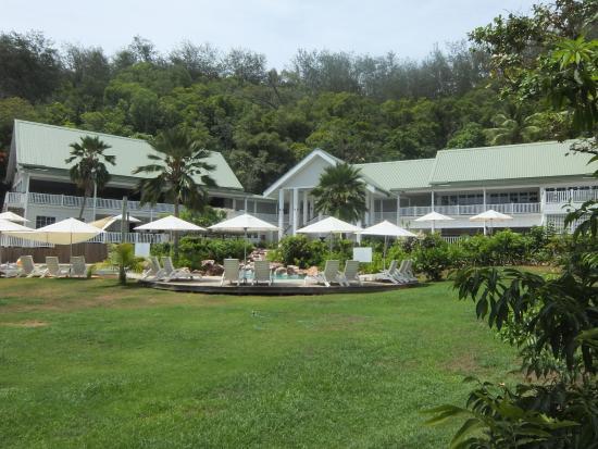 Malolo Island Resort: Main building with all facilities inc 2 restaurants, pools etc