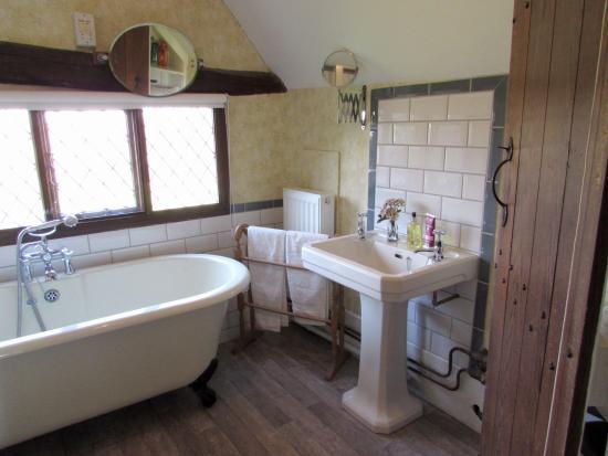 Sudbury, UK: Luxury Shared Bathroom With Separate WC