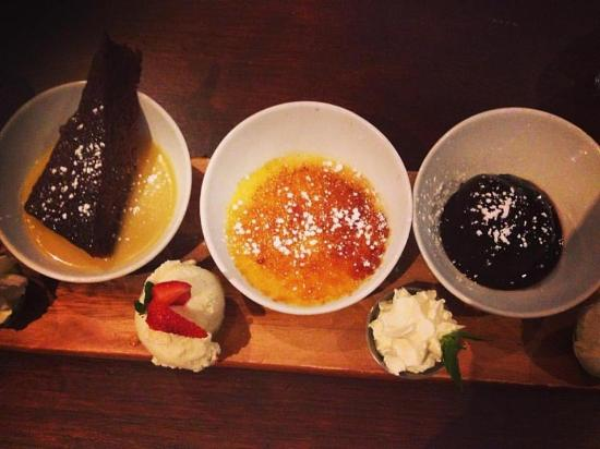 Camden, Avustralya: This is the dessert platter for 3 - saves you about $6 rather than buying 3 individual dessers