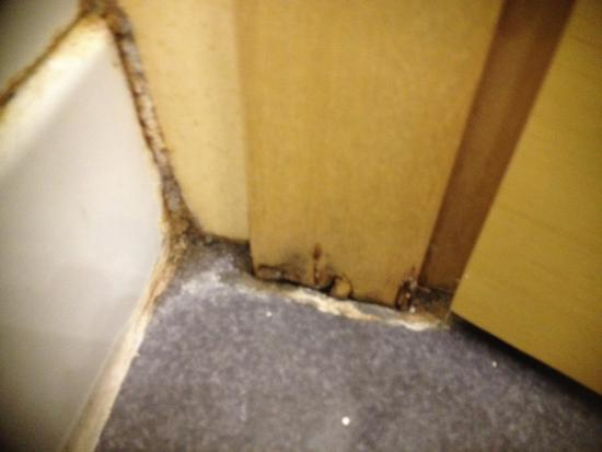 Holiday Inn Milan - Garibaldi Station: Bathroom: just nasty!