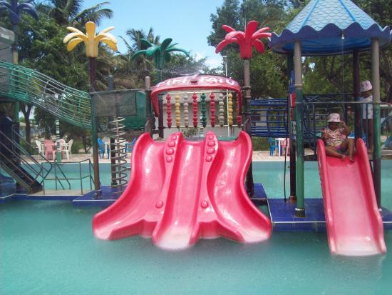 Sun n Sand Holiday Resort: pool and water slides