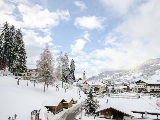 Le Rond Point d'Arbois : Megeve town with an early season dusting of snow. beautiful!