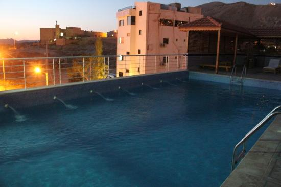 Petra Moon Hotel: Roof top swimming pool