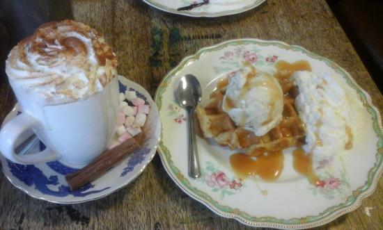 The Parlour: Belgium waffle and hot chocolate.