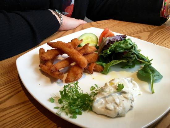 Fleet, UK: Mushroom Gorgonzola starter, lemon sole goujon starter, fillet steak medallions in honey and who