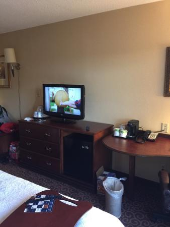 East Windsor, NJ: We stayed here 2015 Memorial Day Weekend for our children's soccer tournament. Accommodations we