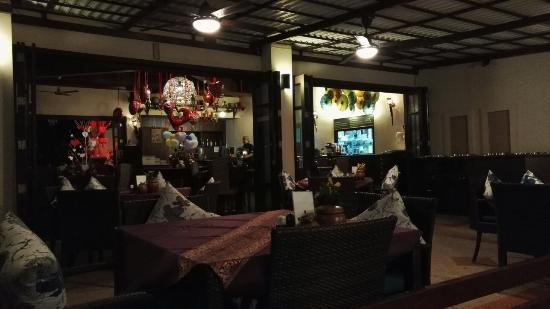 Jasmins Restuarant & Bar