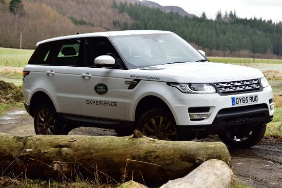 Dunkeld, UK: RR Sport with the Suspension maxed out