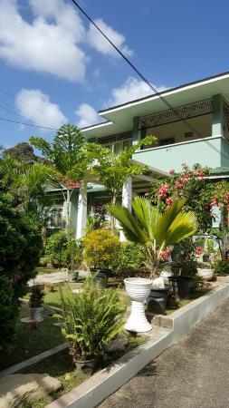 Samise Villa: Front of property