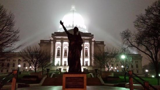 Wisconsin State Capitol: Forward statue and Capitol on Foggy night