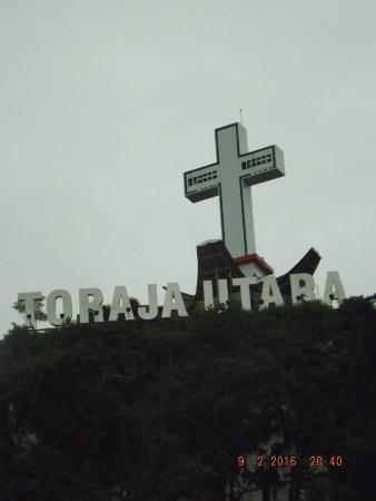 Tugu Salib di puncak Bukit Singki Rantepao