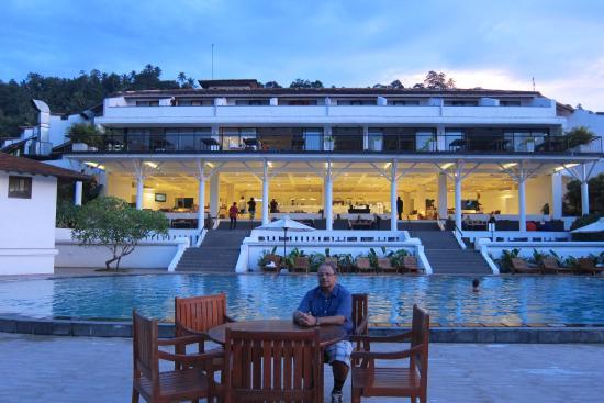 Cinnamon Citadel Kandy: Awesome pool