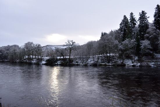 Dunkeld, UK: View over the River Tay from the front garden of the hotel