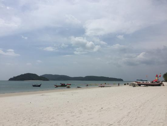Пантай-Сенанг, Малайзия: Seasports along the beach