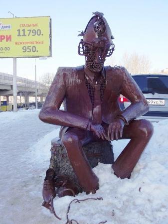 Скульптура около отеля Парус