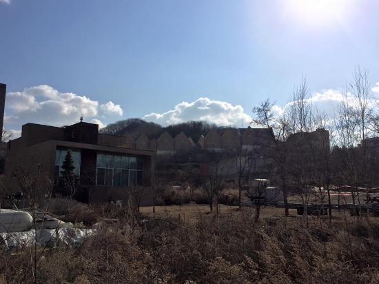 Paju, Güney Kore: English Village in the distance