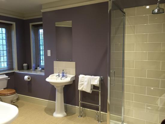 Friars Ford: Bathroom
